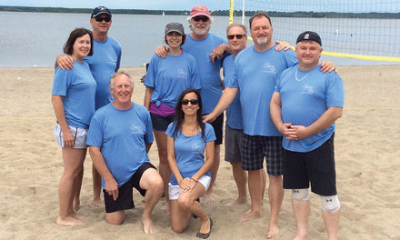 {Closets 4u remporte le tournoi de volleyball de plage des commerçants d'Aylmer}